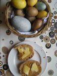 Naturfarben für Ostereier auch zum Osterfruehstueck