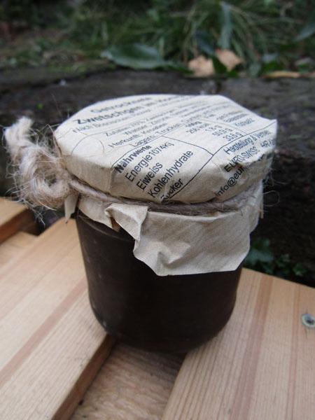 getrocknete Zwetschgen im Honig
