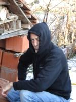Rosi und Pierre Er beim Insektenhotel im Garten bei -3 Grad