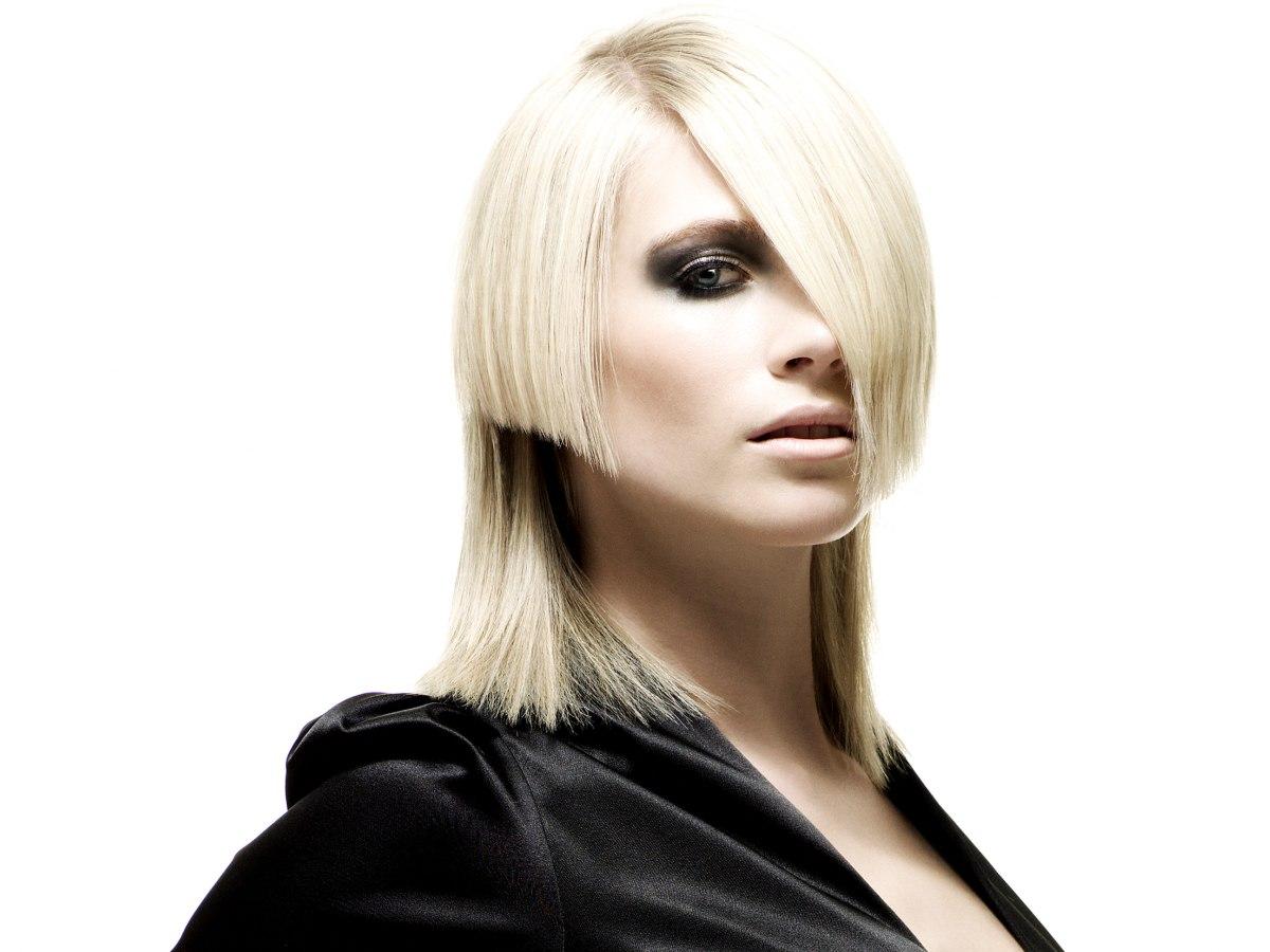 Extravagante Frisur Mit Verschiedenen Längen Und Leichter Assymetrie