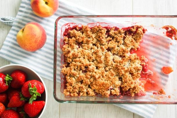 Pfirsich und Erdbeer-Crumble