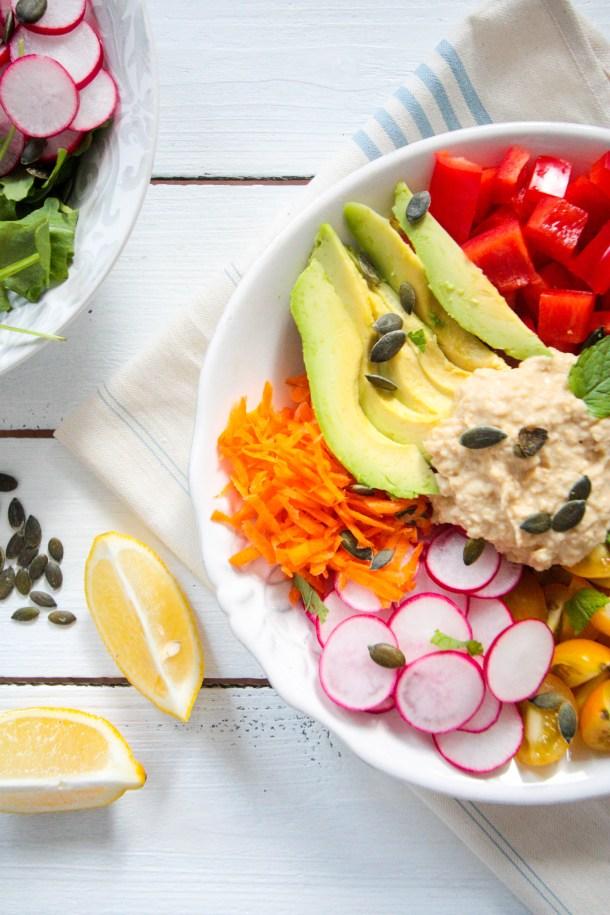 Hummus-Salat-mit-Tahin-Minze-Dressing-2