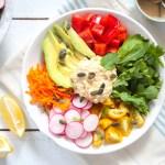 Hummus Salat mit Tahin-Minze-Dressing