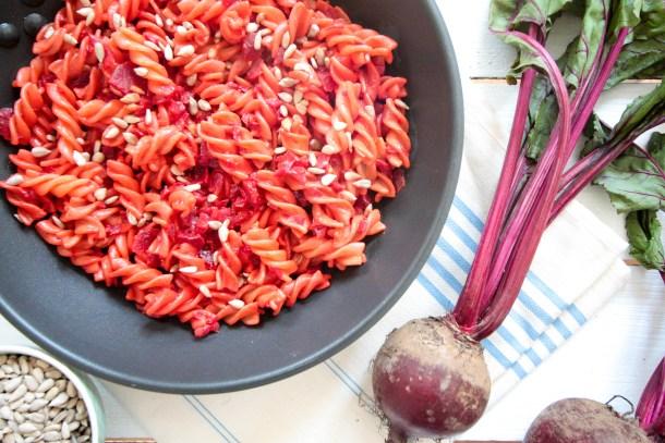 Rote Beete und Kurkuma Pasta - vegan, glutenfrei, ohne Zucker