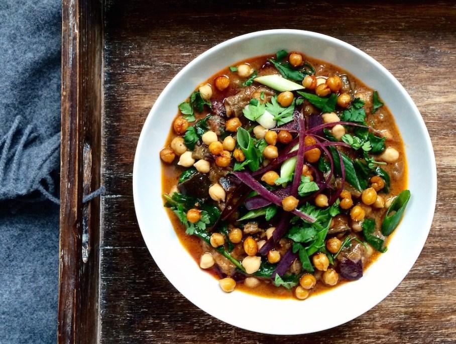 Auberginen Curry mit gerösteten Kichererbsen von Katrin - gesund, vegetarisch, vegan, glutenfrei, ohne raffinierten Zucker - de.heavenlynnhealthy.com