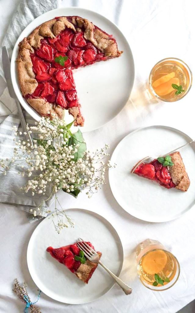 Gesunde Erdbeer-Galette - rein pflanzlich, ohne raffinierten Zucker, glutenfrei, vegan - de.heavenlynnhealthy.com