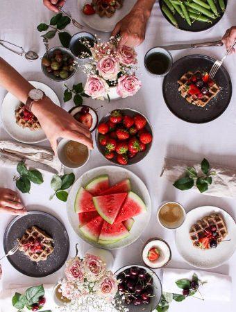 Leckere Kokos-Erdnuss-Waffeln - rein pflanzlich, vegan, glutenfreie Option, ohne raffinierten Zucker - de.heavenlynnhealthy.com