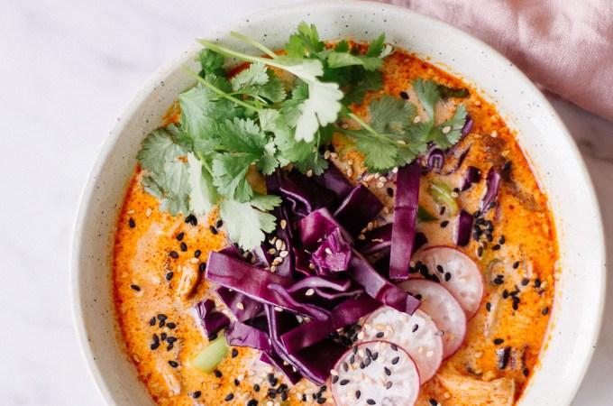 Feurige Zaubersuppe und selbstgemachte rote Curry-Paste - rein pflanzlich, vegan, glutenfrei, ohne raffinierten Zucker - de.heavenlynnhealthy.com