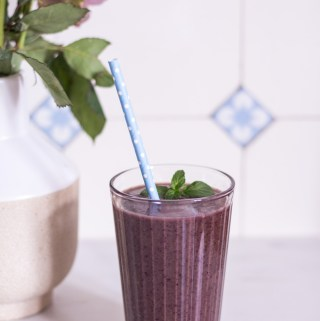 Der ultimative Blaubeer-Power-Smoothie – rein pflanzlich, vegan, glutenfrei, ohne raffinierten Zucker - de.heavenlynnhealthy.com