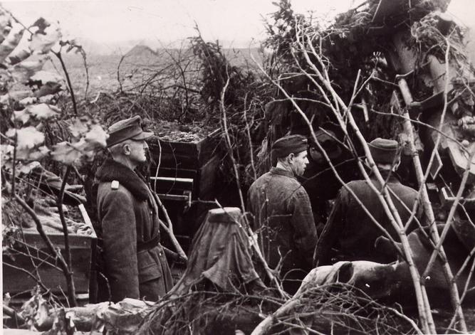 Datei:Hans Gollnick am 5. Januar 1945 im Kampfraum von Memel.jpg