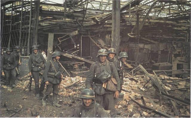 Datei:Deutsche Truppen in Stalingrad.jpg