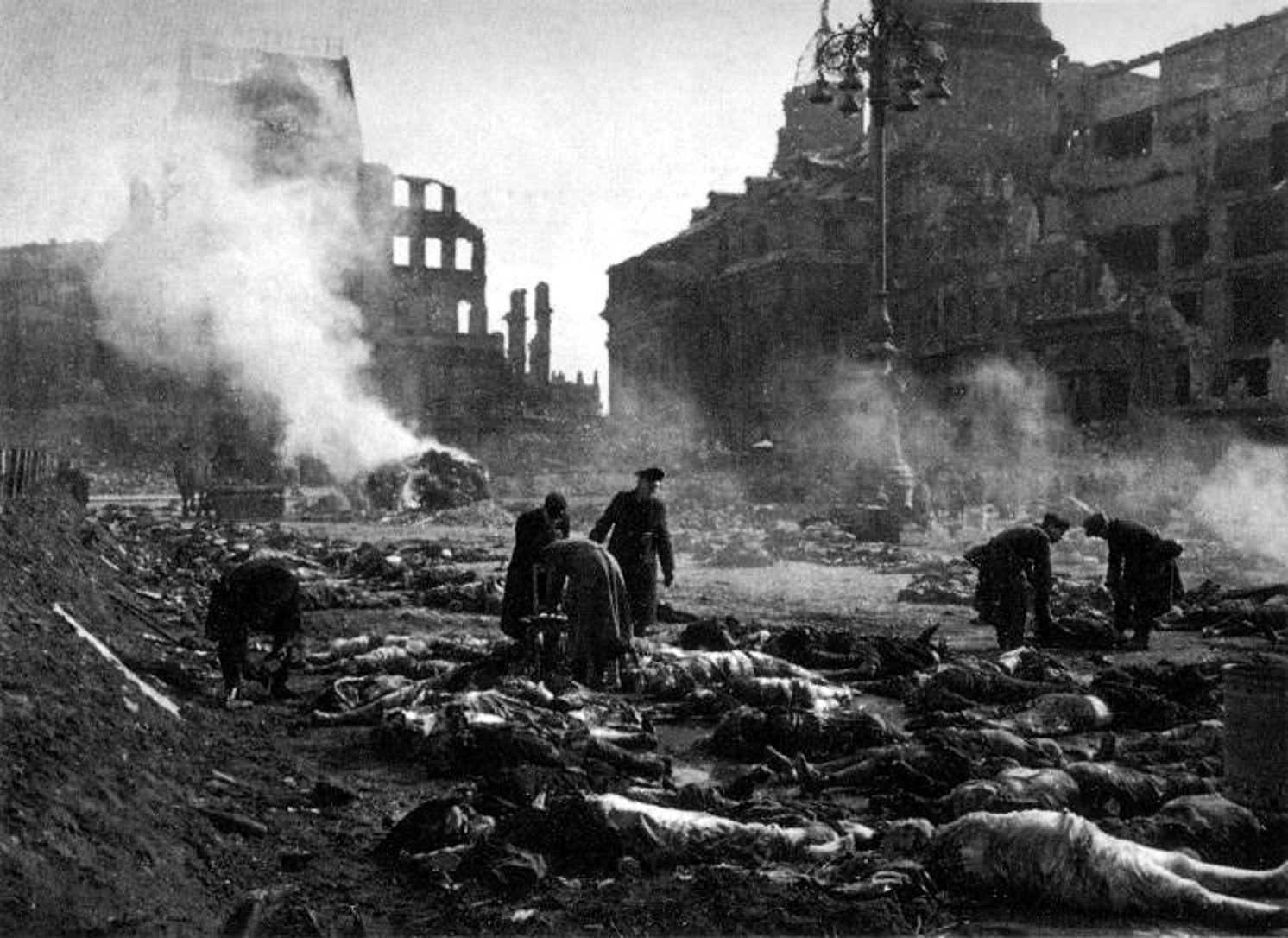 Datei:Dresden-Altmarkt-1945.jpg