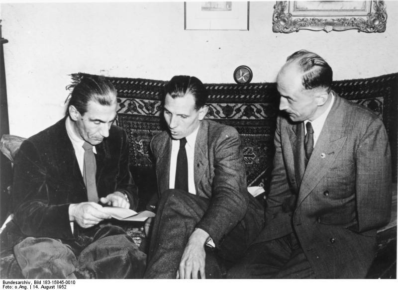 Datei:Bundesarchiv Bild 183-15845-0010, Sozialistische Reichspartei, Dorls, Remer, Westarp.jpg