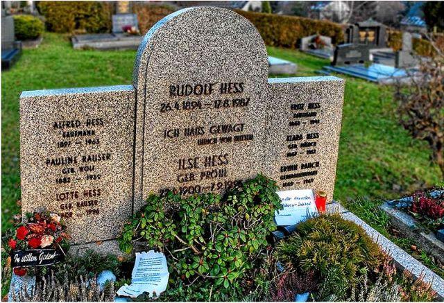 Datei:Grabstätte von Rudolf Heß in Wunsiedel, 2007.jpg