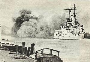 Die Schleswig-Holstein beim Beschuss der deutschen Westerplatte bei Danzig, mit ihrem polnischen Militärstützpunkt.