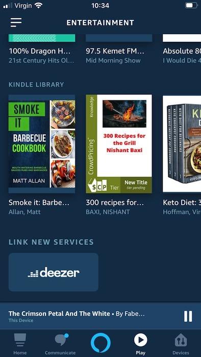 Die mobile Alexa-App zeigt das aktuell ausgewählte Buch am unteren Bildschirmrand an.