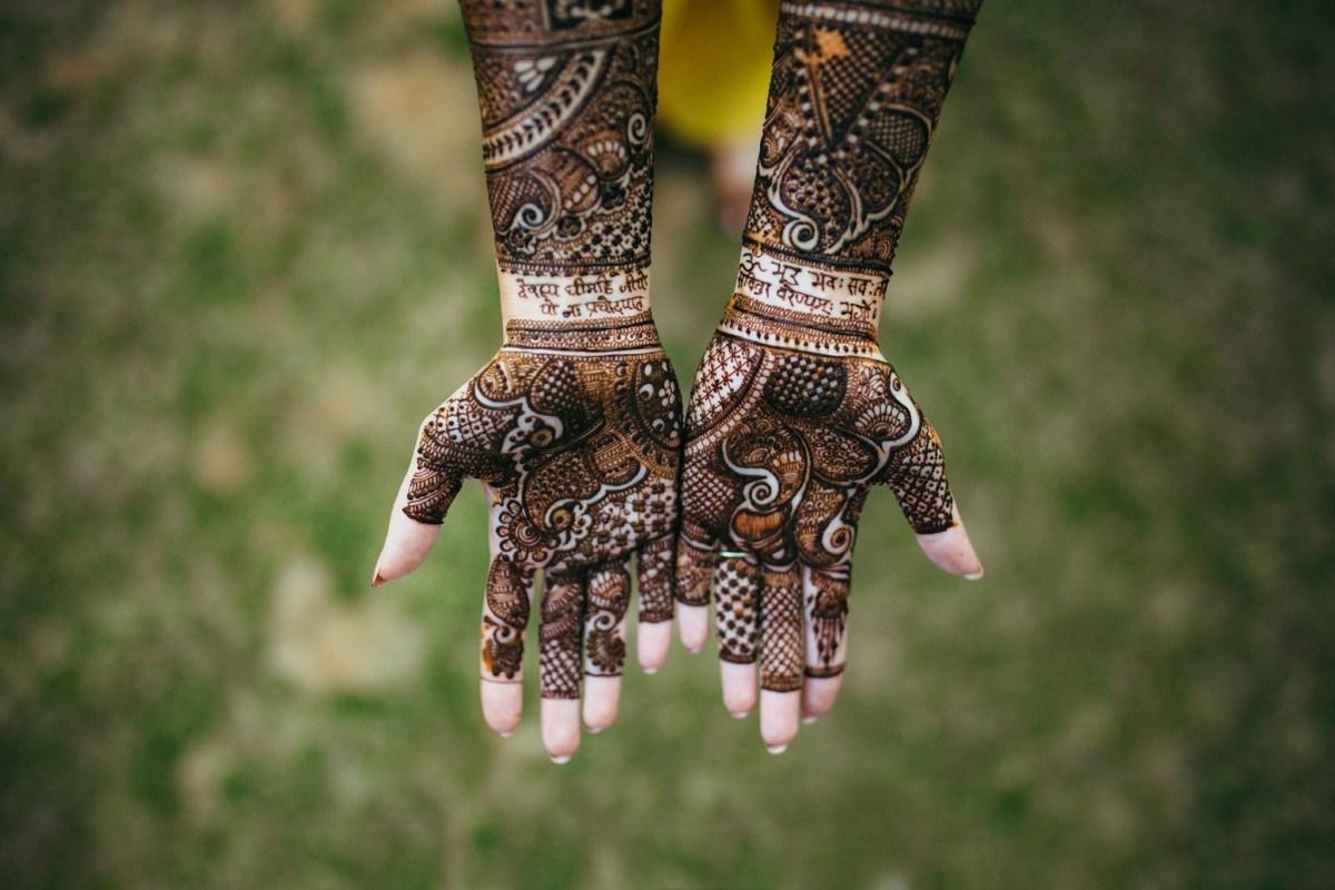 Mehandi Design Images- Adding wedding vows to the bridal mehandi