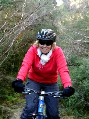 090723 Helen gets to grip with biking
