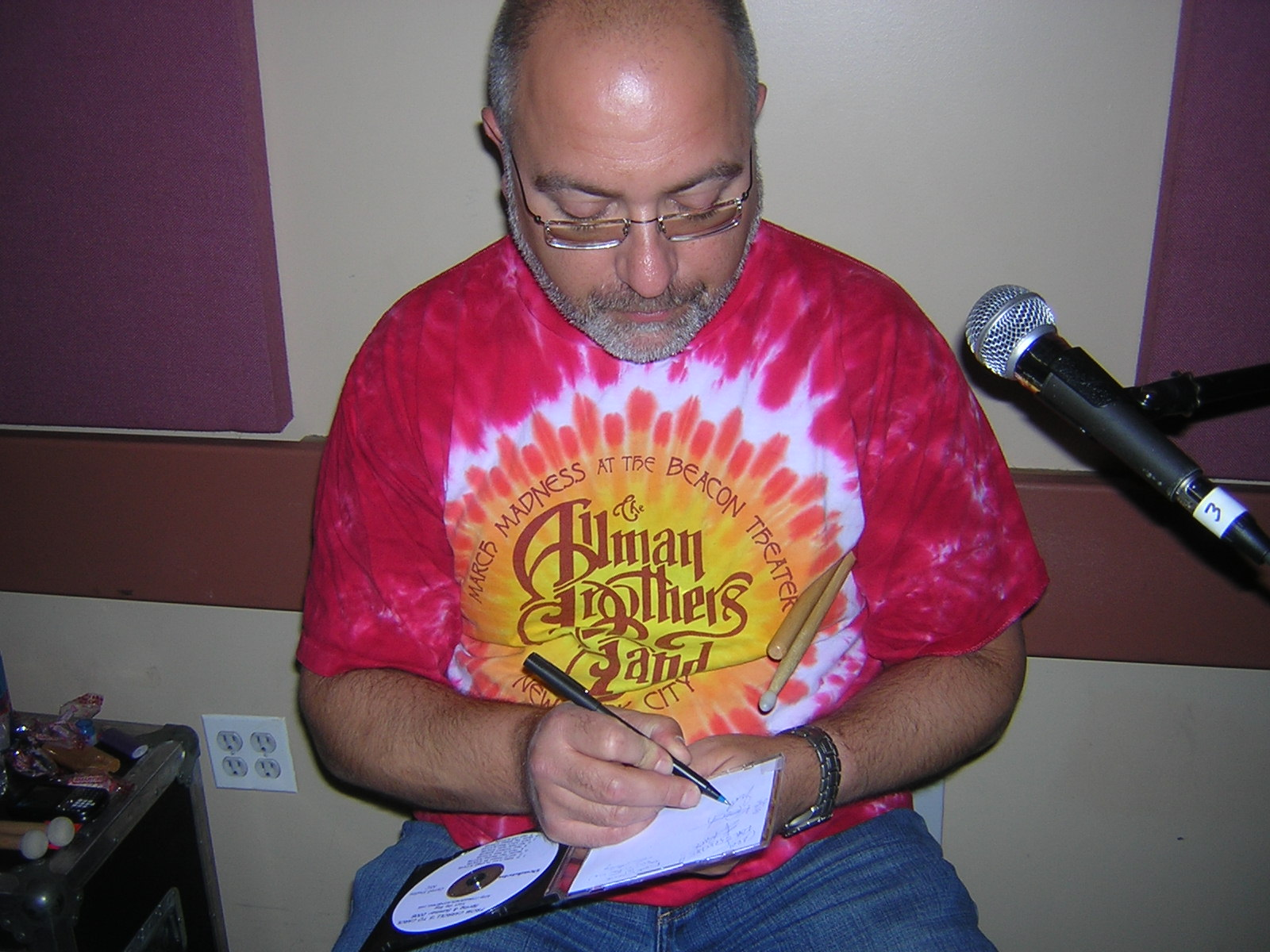 Scott signing the CD