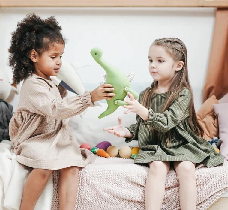 Cum se învață recunoștința și generozitatea la copii? Lulu și cadourile încărcate cu iubire