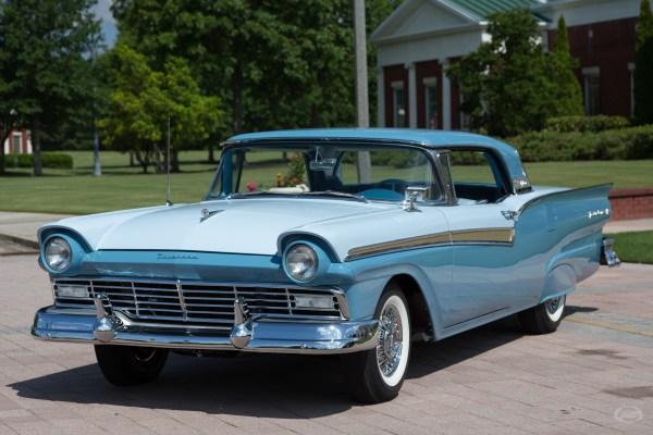 1957 Ford Fairlane 500 Art & Speed Classic Car