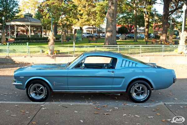 1965 Ford Mustang Art & Speed Classic Car In