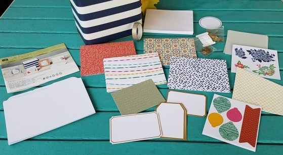 designer-tin-of-cards-contents