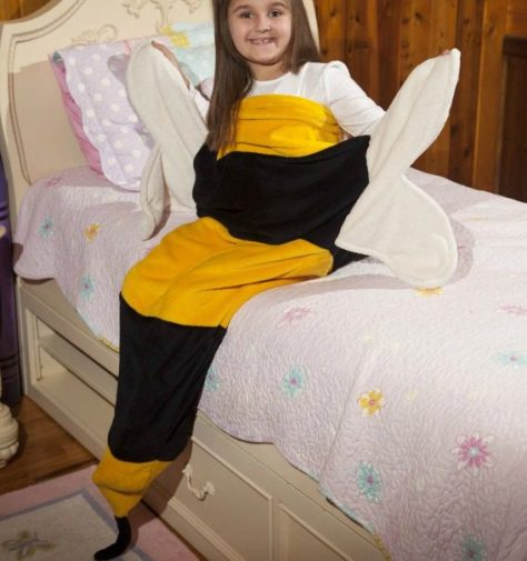 bumble-bee-throw.jpg