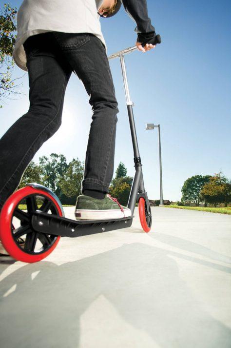 razor-carbon-lux-kick-scooter2.jpeg