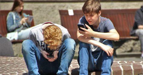 kidsonphones.jpg