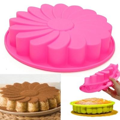 WALMART: $9.80 (Reg. $12.73) Meigar 9″ Large Round Silicone Flower Cake Mold + FREE SHIPPING