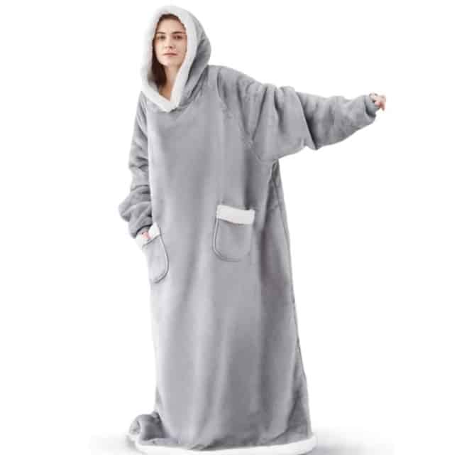 Amazon: Long Wearable Sherpa Hooded Blanket with Deep Pockets and Sleeves for $29.14 (Reg. Price $52.99) after code!
