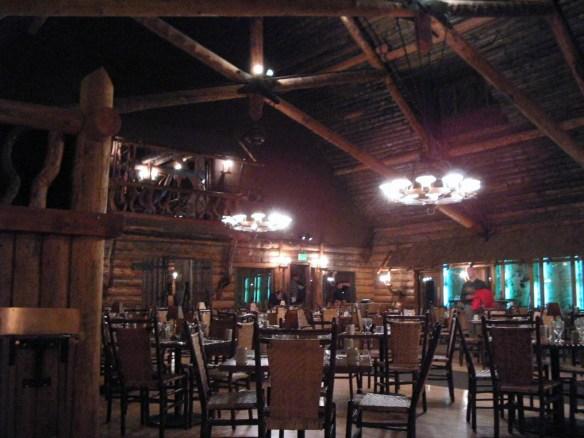 Old Faithful Inn Dining Room, image by The Jab, 2003
