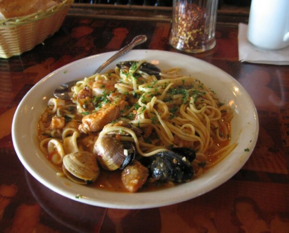 linguine with clams and mussels - photo by sptsb.com