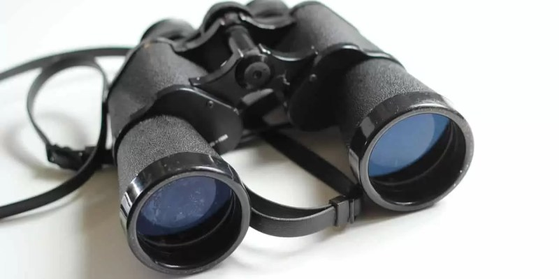 lightweight binoculars for safari and travel