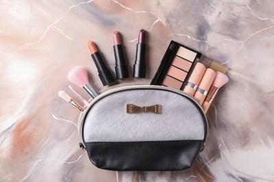 女性へのプレゼントに!デザイン性や機能性が高いおすすめ化粧ポーチ50選