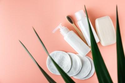 ツヤ肌になれる!デパコスで人気の洗顔料15選
