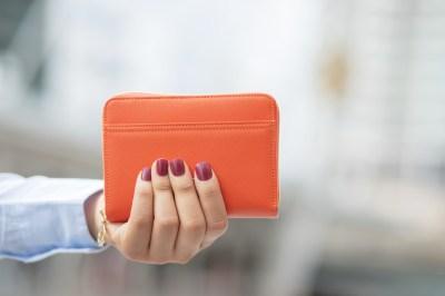お会計でもおしゃれを見せつけよう!おすすめの二つ折り財布レディースブランド51選