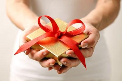 【女性の友人への誕生日プレゼント】年代別のおすすめをまとめてご紹介
