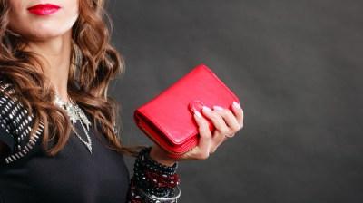【大切な女性へのプレゼント】レディース二つ折り財布おすすめブランド15選