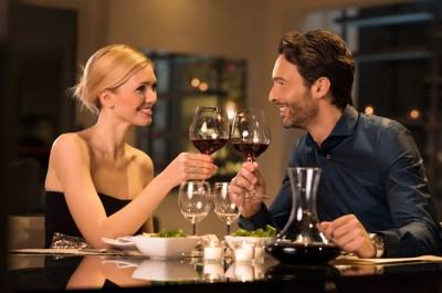 【仕事後、食事後はNG!】彼女との映画デートで失敗しないコツ