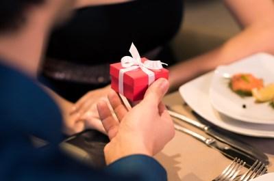結婚記念日に贈りたい。妻が喜ぶプレゼント15選