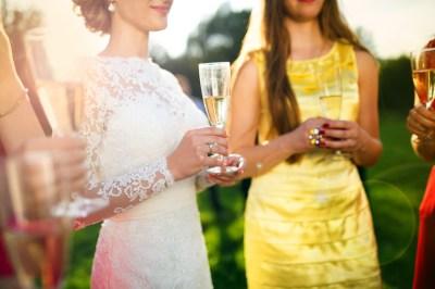 【30代女子必見】大人可愛いと思われる結婚式ドレス特集!褒められるドレスのポイントなど