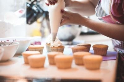 誕生日プレゼントに手作りお菓子はいかが?初心者向けおすすめレシピとレシピ本・アイテムまとめ