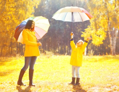 【彼女・ママへ贈る】雨に負けないレインコートブランド15選