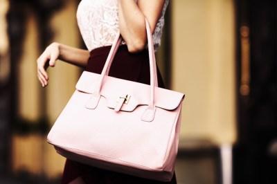 誕生日プレゼントは彼女を感激させるバッグを。絶対おすすめ15選はこちら