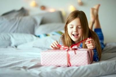 【女の子編】子供の誕生日プレゼント何がいい?年代別おすすめプレゼント50選