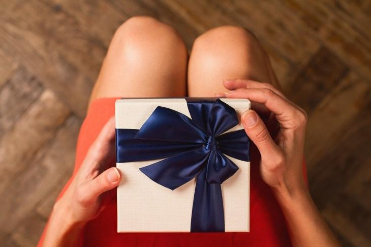 女友達に贈るプレゼント、何がいい?編集部で決めた予算別人気グッズ50選!+失敗例3選 - Dear[ディアー]