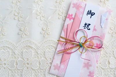 【男女別】就職祝いに喜ばれるプレゼントや相場は?