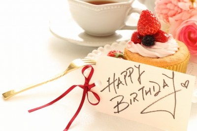 【サプライズにも】宅配で贈りたいステキな誕生日プレゼント50選